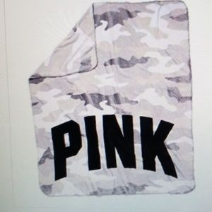 NWT PINK Camo Fleece Throw Blanket